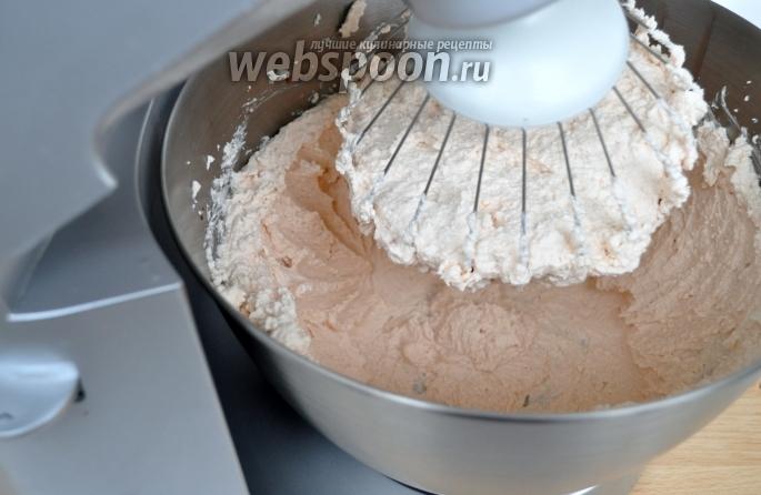 Как порезать киви на торт
