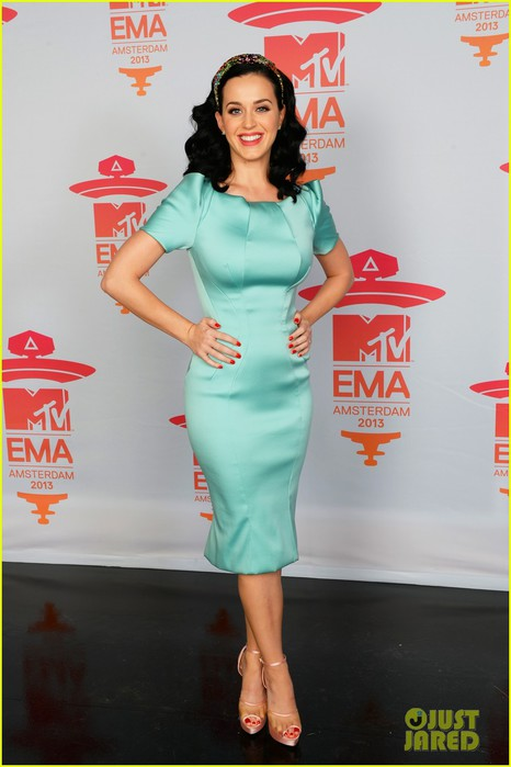 katy-perry-mtv-ema-2013-red-carpet-01 (466x700, 63Kb)