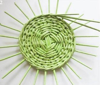 Плетение из газет. Нежная ажурная шкатулка (3) (348x295, 71Kb)