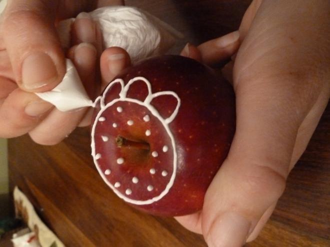 Ажурные яблочки к Рождеству. Очень красиво) (2) (660x495, 119Kb)