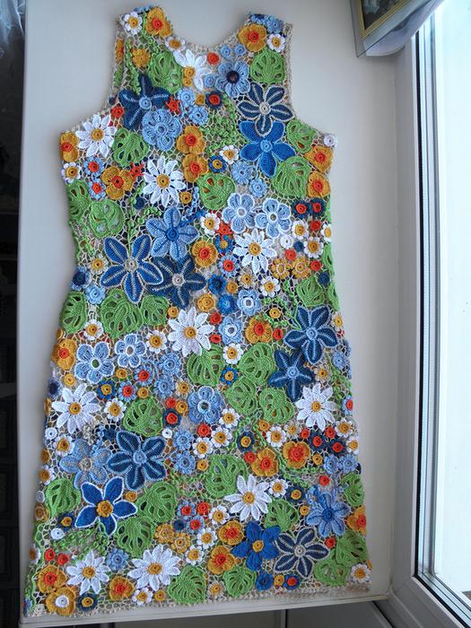 Потрясающее летнее платье из мотивов!