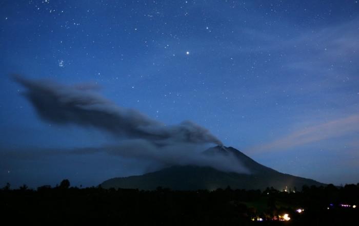 извержение вулкана синабунг фото 2 (700x440, 117Kb)