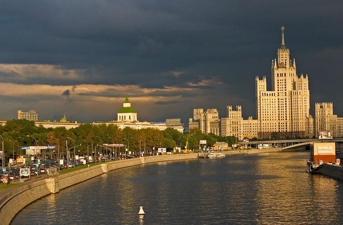 Kotelincheskaya_Naberezhnaja_Moscow.hires (700x458, 118Kb)