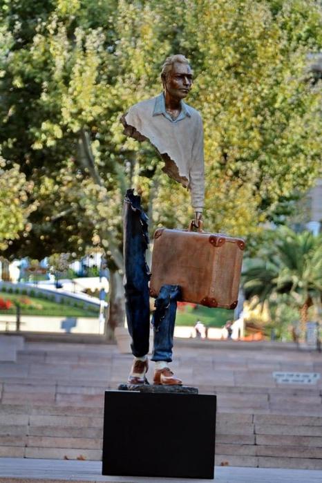 скульптуры Бруно Каталано 1 (466x700, 254Kb)