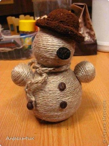 Санки, снеговик и елочка из джута и кофейных зерен. Мастер-класс (20) (360x480, 100Kb)