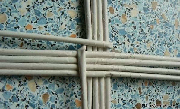 Мастер-класс по плетению дна из газетных трубочек (5) (597x363, 168Kb)