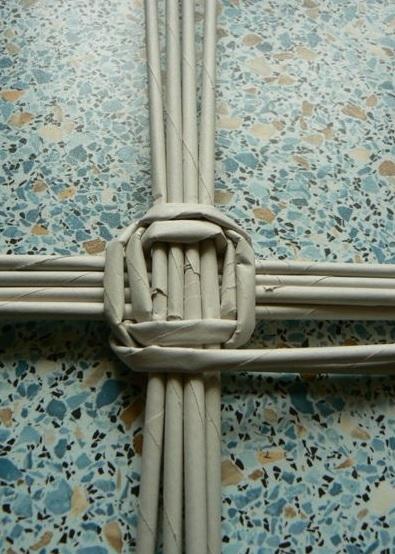 Мастер-класс по плетению дна из газетных трубочек (9) (395x554, 174Kb)