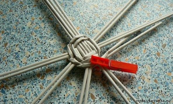 Мастер-класс по плетению дна из газетных трубочек (11) (593x358, 202Kb)