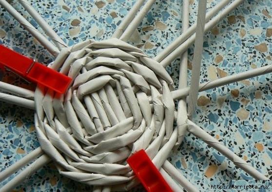 Мастер-класс по плетению дна из газетных трубочек (14) (558x394, 197Kb)