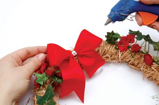 Рождественский венок с мишками из холодного фарфора. Мастер-класс (5) (533x355, 92Kb)