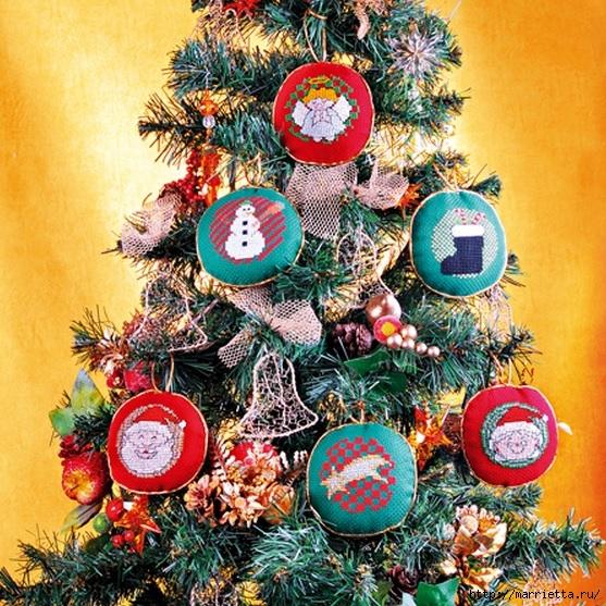 Рождественская вышивка. Схемы (3) (557x557, 341Kb)