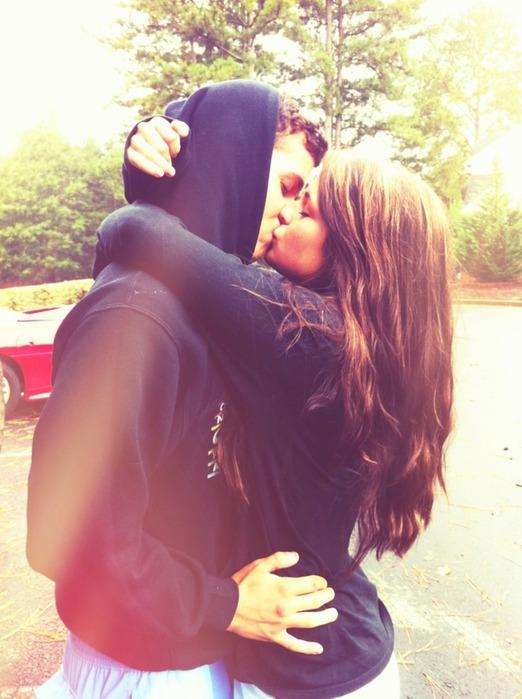 Фото парней целующихся с девушками