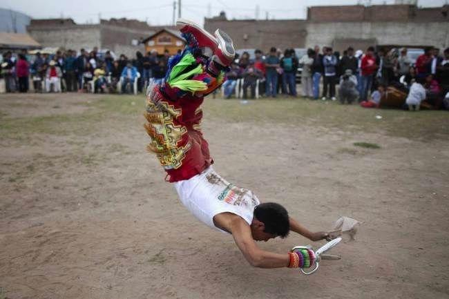 перуанский танец с ножницами фото 7 (650x433, 93Kb)