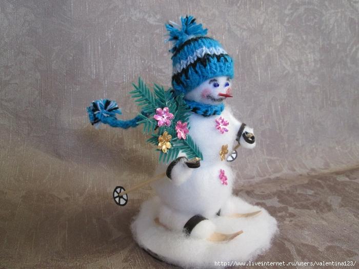 Поделка снеговик на лыжах