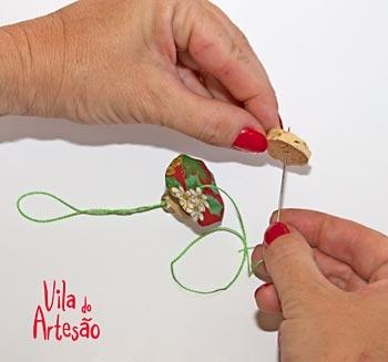 Елочки из цветочков йо-йо и пробок. Новогодние игрушки своими руками (8) (350x327, 43Kb)