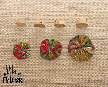 Елочки из цветочков йо-йо и пробок. Новогодние игрушки своими руками (28) (350x284, 86Kb)