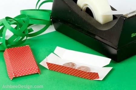 Renos y trineo con los regalos de Navidad de papel.  Plantillas (2) (450x300, 90Kb)