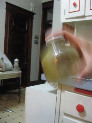 Приправа из уксуса и оливкового масла собственного приготовления./5451862_Priprava_iz_yksysa_i_olivkovogo_masla_sobstvennogo_prigotovleniya_1_3 (375x500, 135Kb)