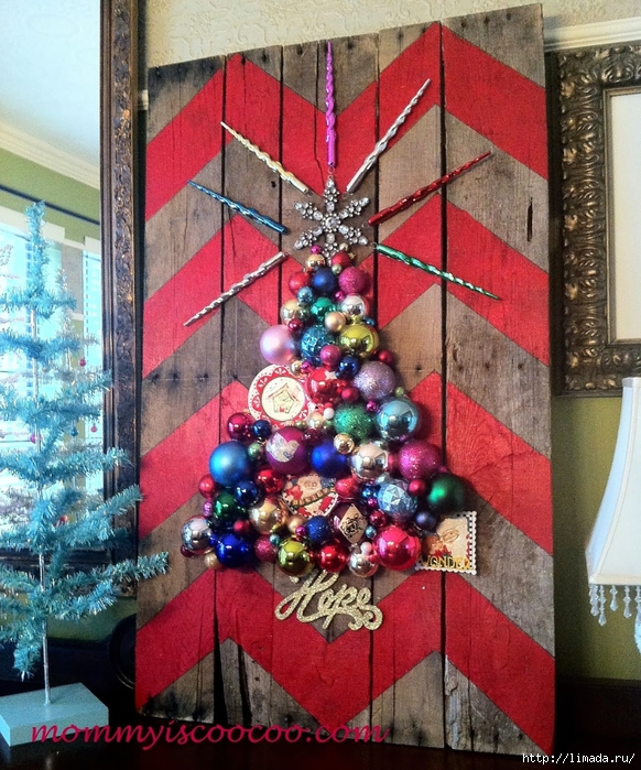 christmas ornament tree on chevron stripe pallet (582x700, 405Kb)