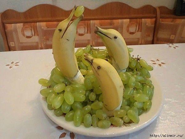 блюда украшения бананы виноград (600x450, 130Kb)