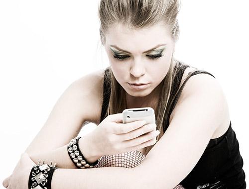 1369160635_stilnaya-devushka-i-mobilnyy-telefon (500x380, 37Kb)