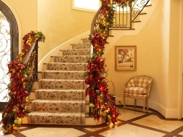 Дизайн интерьера. Потрясающие идеи украшения лестниц к Рождеству (14) (620x465, 182Kb)