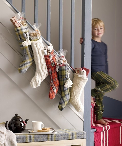 Дизайн интерьера. Потрясающие идеи украшения лестниц к Рождеству (26) (500x600, 184Kb)