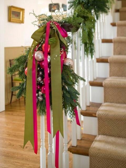 Дизайн интерьера. Потрясающие идеи украшения лестниц к Рождеству (29) (480x640, 161Kb)