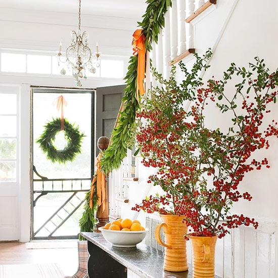 Дизайн интерьера. Потрясающие идеи украшения лестниц к Рождеству (31) (550x550, 270Kb)