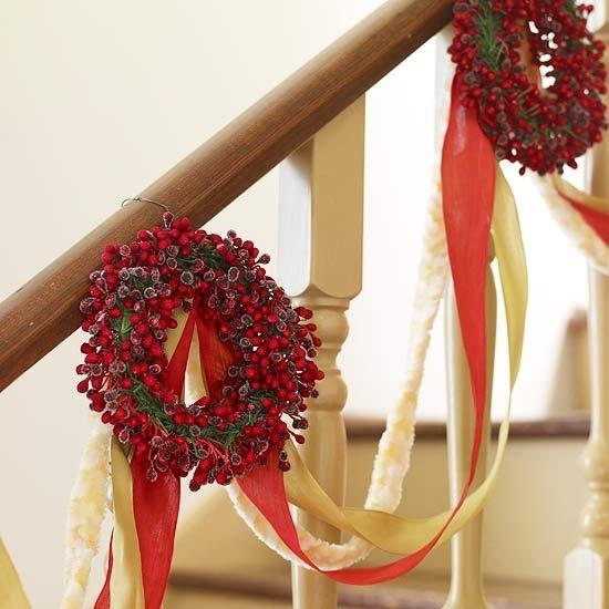 Дизайн интерьера. Потрясающие идеи украшения лестниц к Рождеству (34) (550x550, 135Kb)
