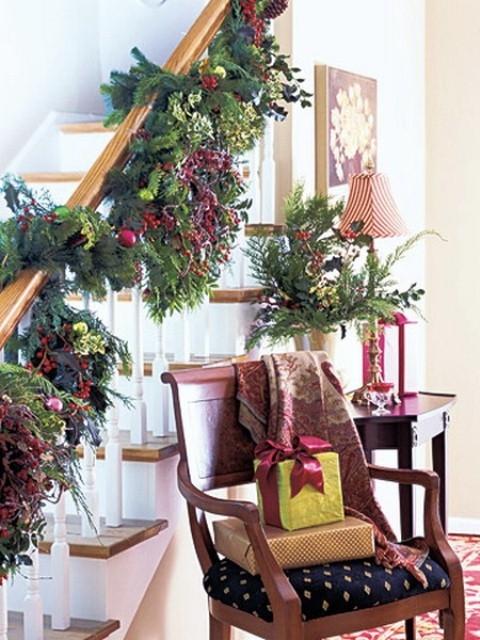 Дизайн интерьера. Потрясающие идеи украшения лестниц к Рождеству (36) (480x640, 213Kb)