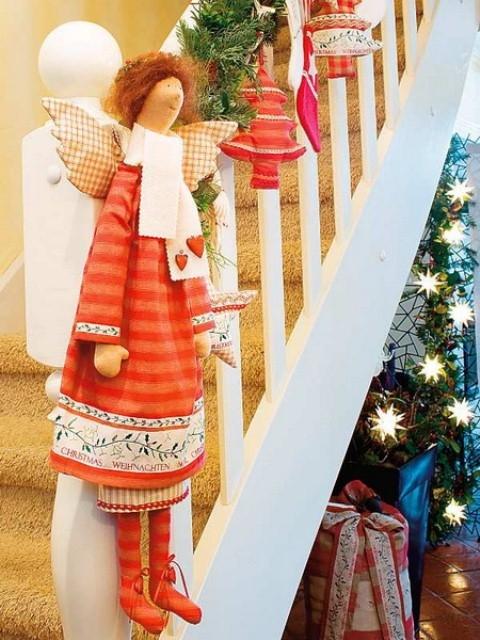 Дизайн интерьера. Потрясающие идеи украшения лестниц к Рождеству (38) (480x640, 227Kb)