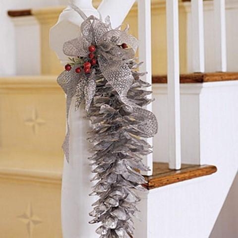 Дизайн интерьера. Потрясающие идеи украшения лестниц к Рождеству (41) (480x480, 116Kb)