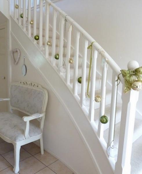 Дизайн интерьера. Потрясающие идеи украшения лестниц к Рождеству (45) (490x600, 129Kb)