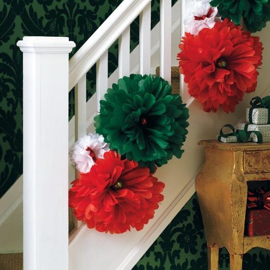 Дизайн интерьера. Потрясающие идеи украшения лестниц к Рождеству (49) (550x550, 179Kb)
