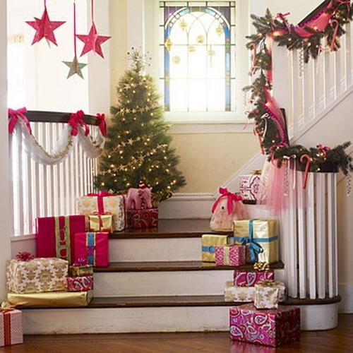 Дизайн интерьера. Потрясающие идеи украшения лестниц к Рождеству (54) (500x500, 176Kb)