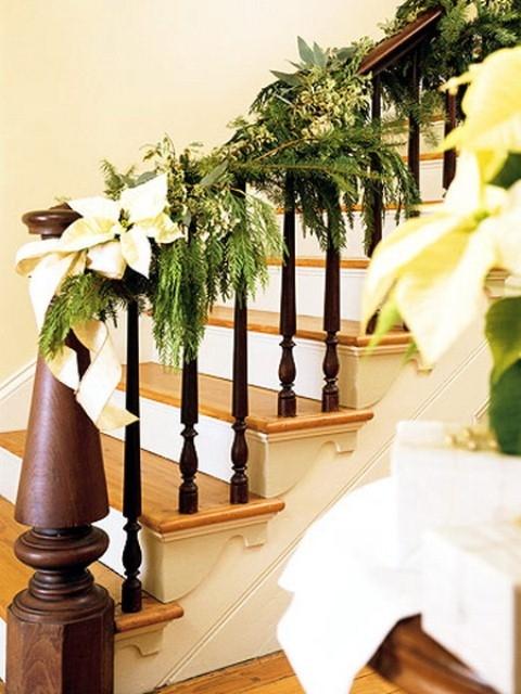 Дизайн интерьера. Потрясающие идеи украшения лестниц к Рождеству (60) (480x640, 192Kb)