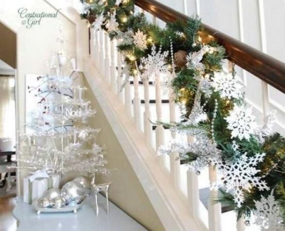 Дизайн интерьера. Потрясающие идеи украшения лестниц к Рождеству (62) (554x449, 146Kb)