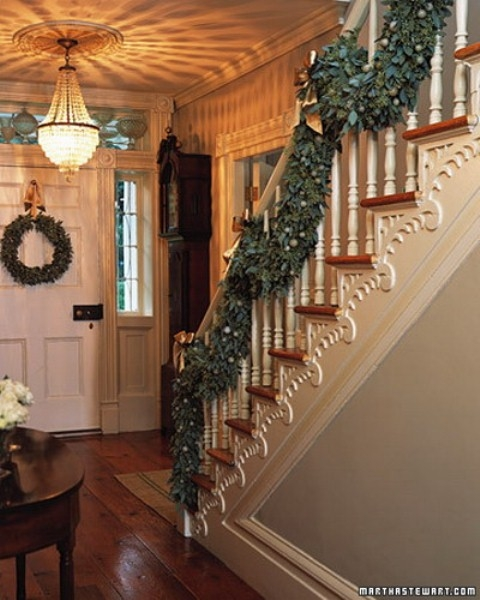 Дизайн интерьера. Потрясающие идеи украшения лестниц к Рождеству (64) (480x600, 173Kb)