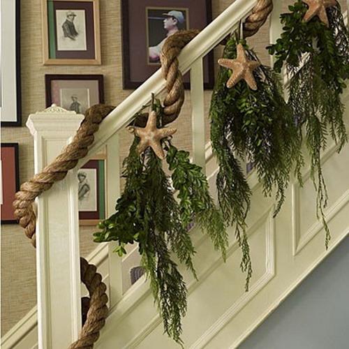 Дизайн интерьера. Потрясающие идеи украшения лестниц к Рождеству (65) (500x500, 181Kb)