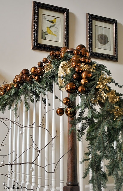 Дизайн интерьера. Потрясающие идеи украшения лестниц к Рождеству (74) (412x640, 220Kb)
