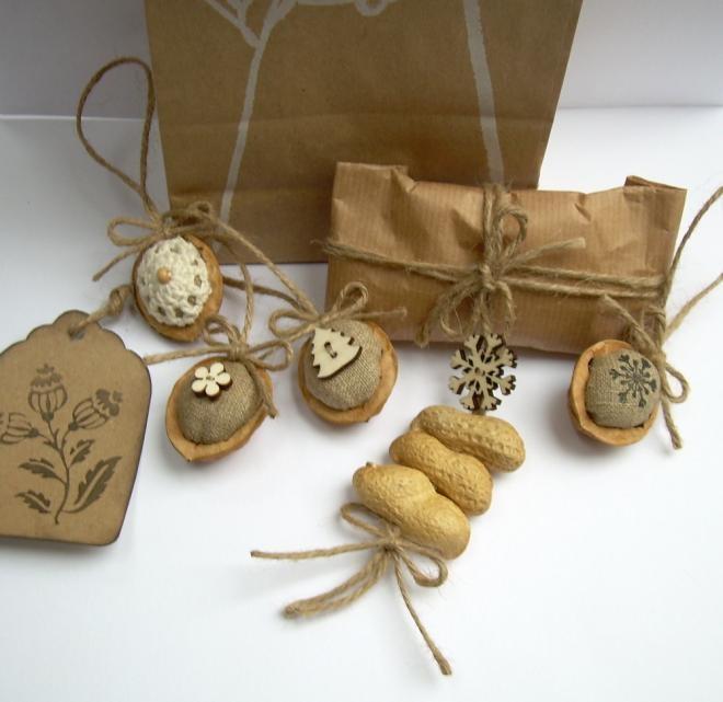 Фисташки и грецкие орешки для упаковки новогодних подарков (4) (660x641, 130Kb)