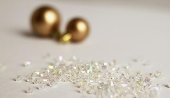 las bolas de Navidad y preciosos árboles de Navidad con perlas y cuentas (2) (571x329, 63Kb)