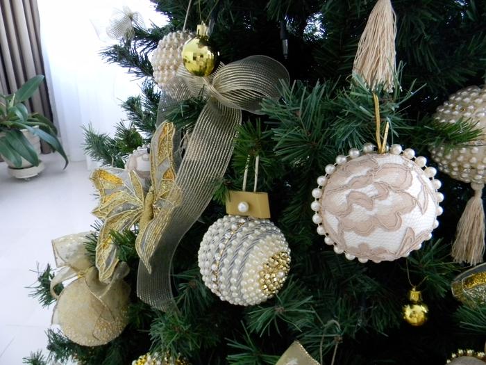 las bolas de Navidad y preciosos árboles de Navidad con perlas y cuentas (26) (700x525, 303KB)