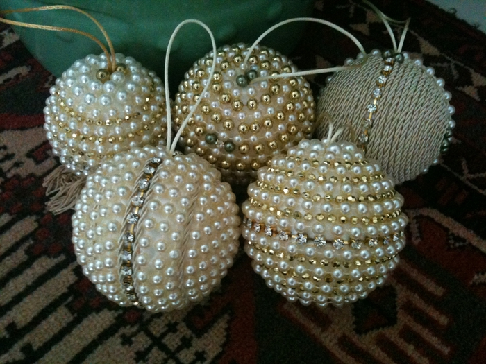 Драгоценные елочные шары и елочки из жемчуга и бисера (37) (700x525, 311Kb)