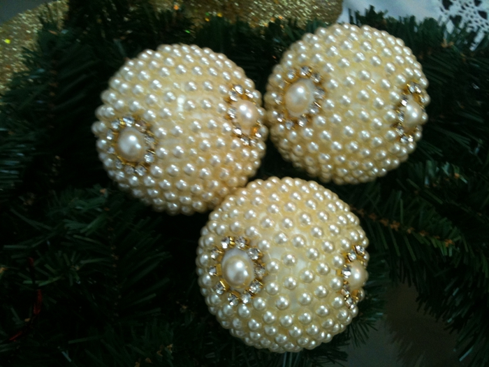 las bolas de Navidad y preciosos árboles de Navidad con perlas y cuentas (41) (700x525, 260Kb)
