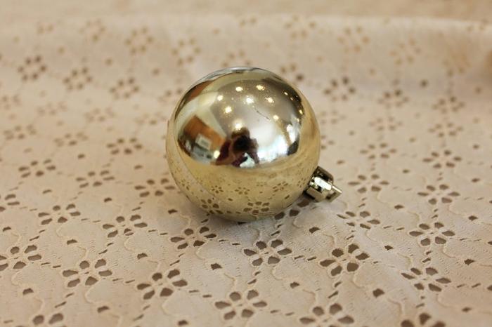 las bolas de Navidad y preciosos árboles de Navidad con perlas y cuentas (50) (700x466, 187KB)