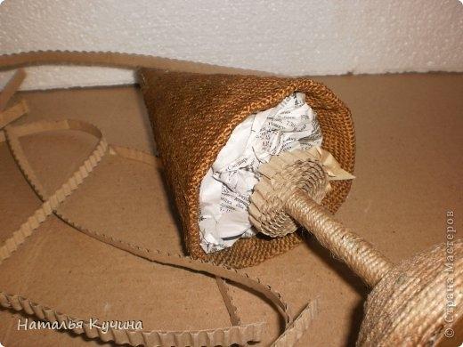 Подставка для елочки из джута и газетных трубочек (20) (520x390, 111Kb)