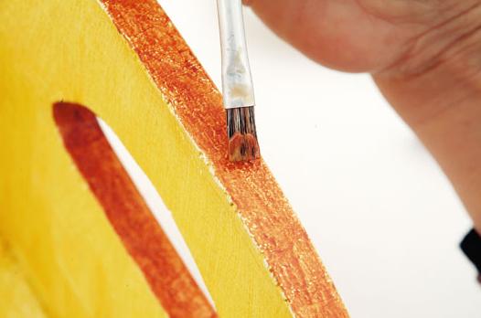 Декорирование полочки акриловыми красками (8) (526x348, 296Kb)