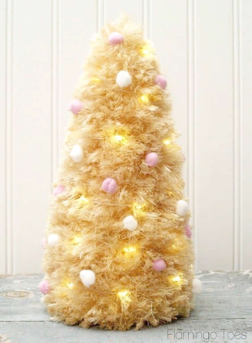 pom-poms-and-lights-sisal-tree (514x700, 206Kb)
